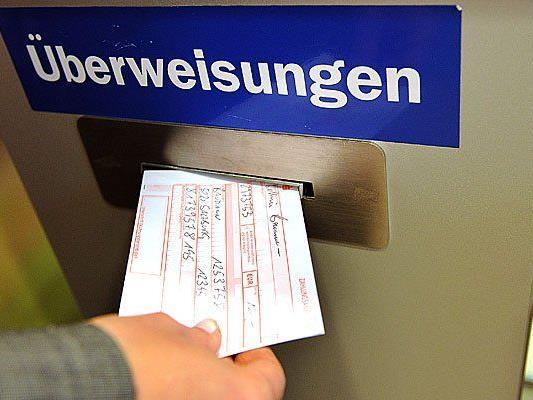 Der IBAN als neuer Bank-Code hat bei den Bankkunden für Verunsicherung gesorgt.