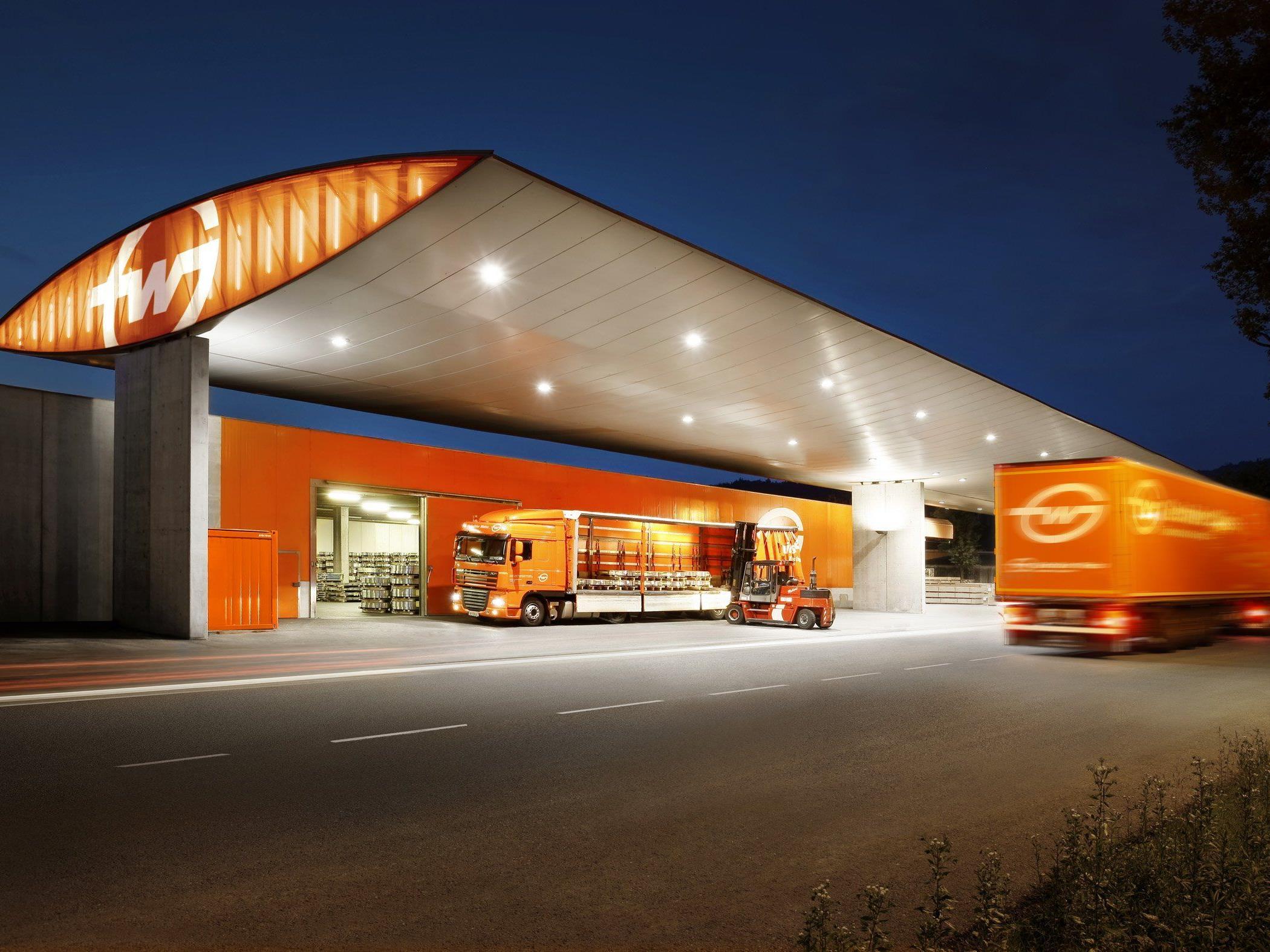 Gebrüder Weiss will Anteile von Röhlig Logistics kaufen.