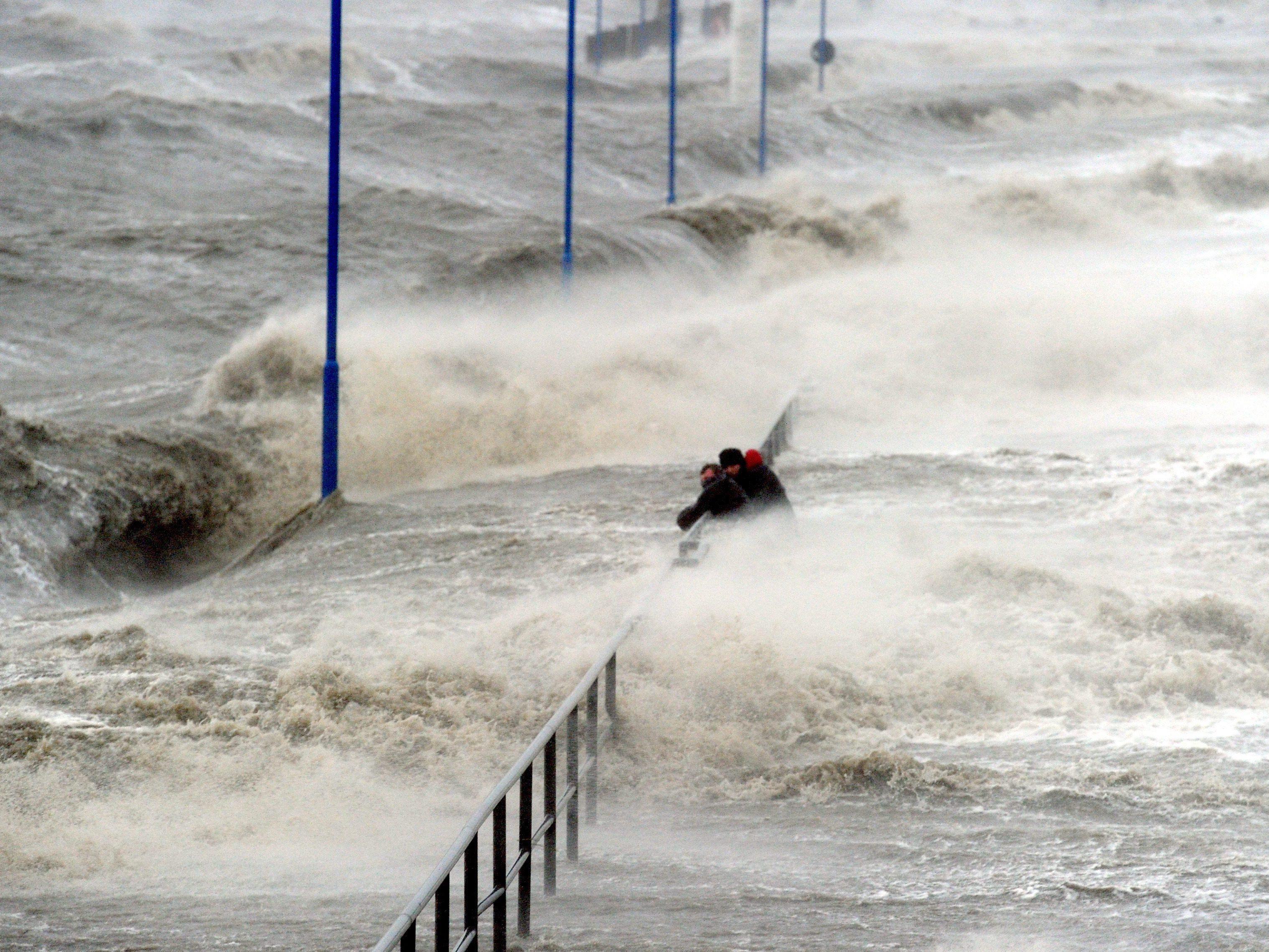 Weitere Sturmflut erwartet.