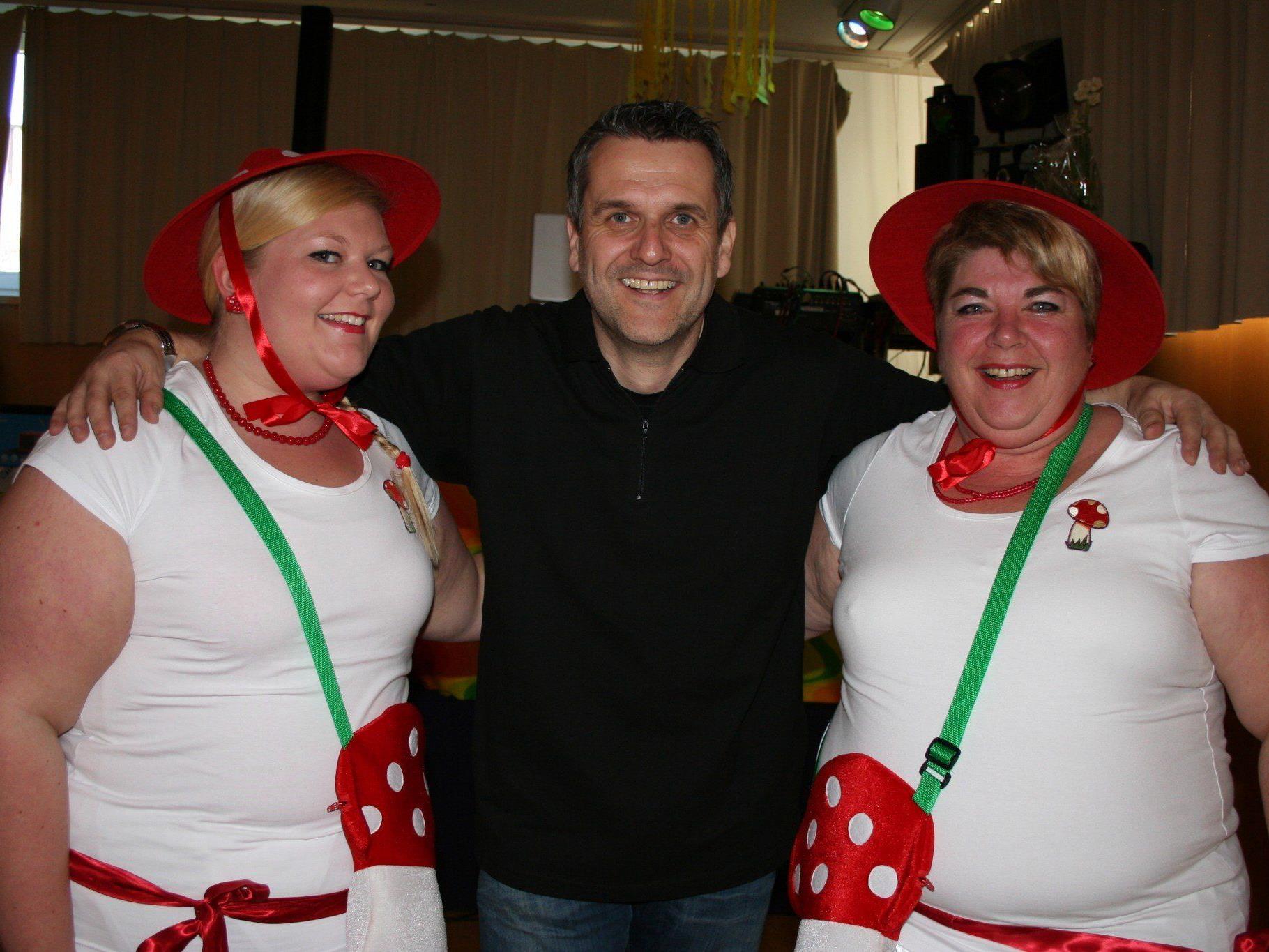 Nina und Cornelia freuten sich mit Vereinsobmann Thomas Strele über die gelungene Veranstaltung.