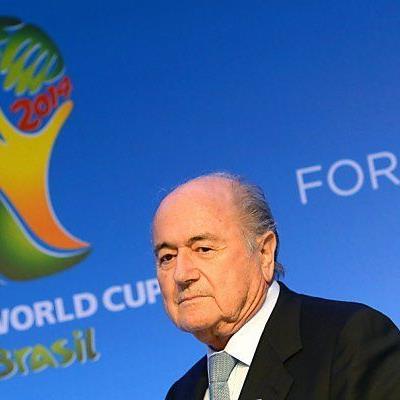 WM-Bau-Verzögerungen bereiten Blatter Sorgen