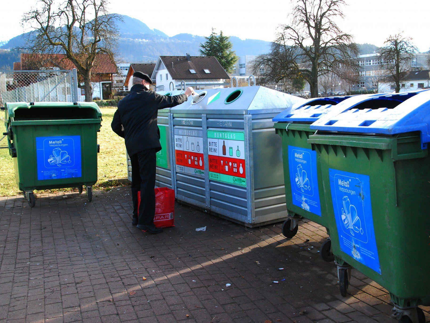Saubere Abfallsammelstelle in der Merowingerstraße, Rankweil