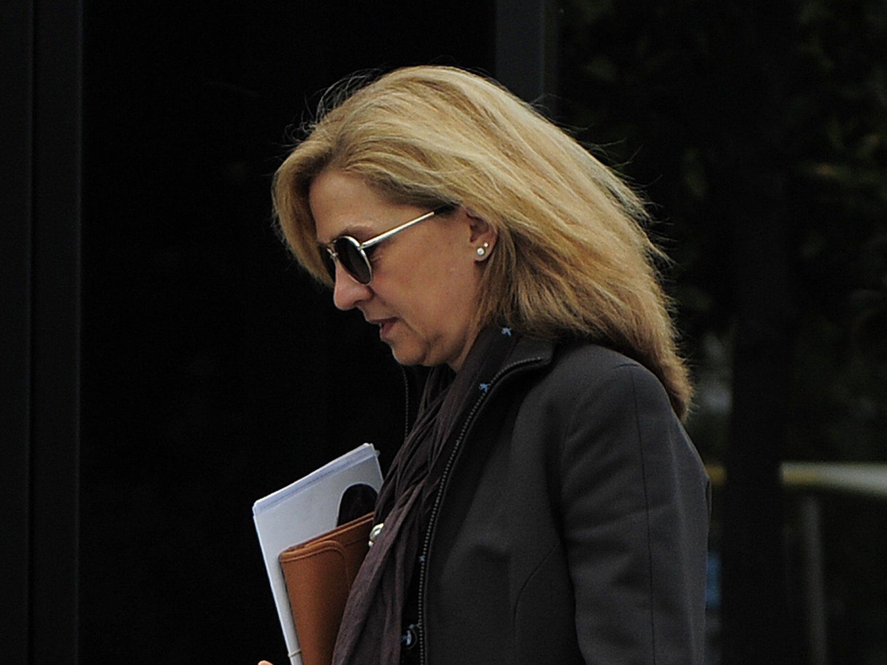 Richter sieht 48-Jährige als Beschuldigte in Korruptionsskandal.