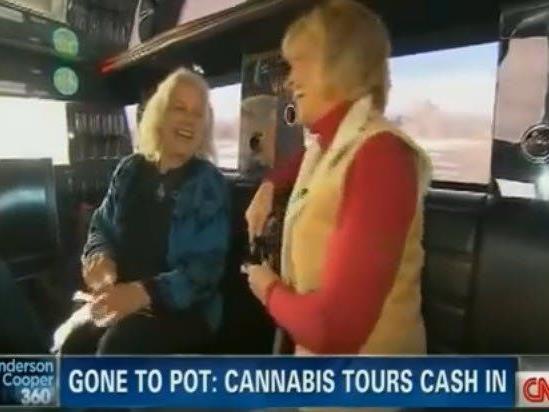 CNN-Reporterin Randi Kaye (rechts) unterhielt sich bei ihrer Reportage blendend.