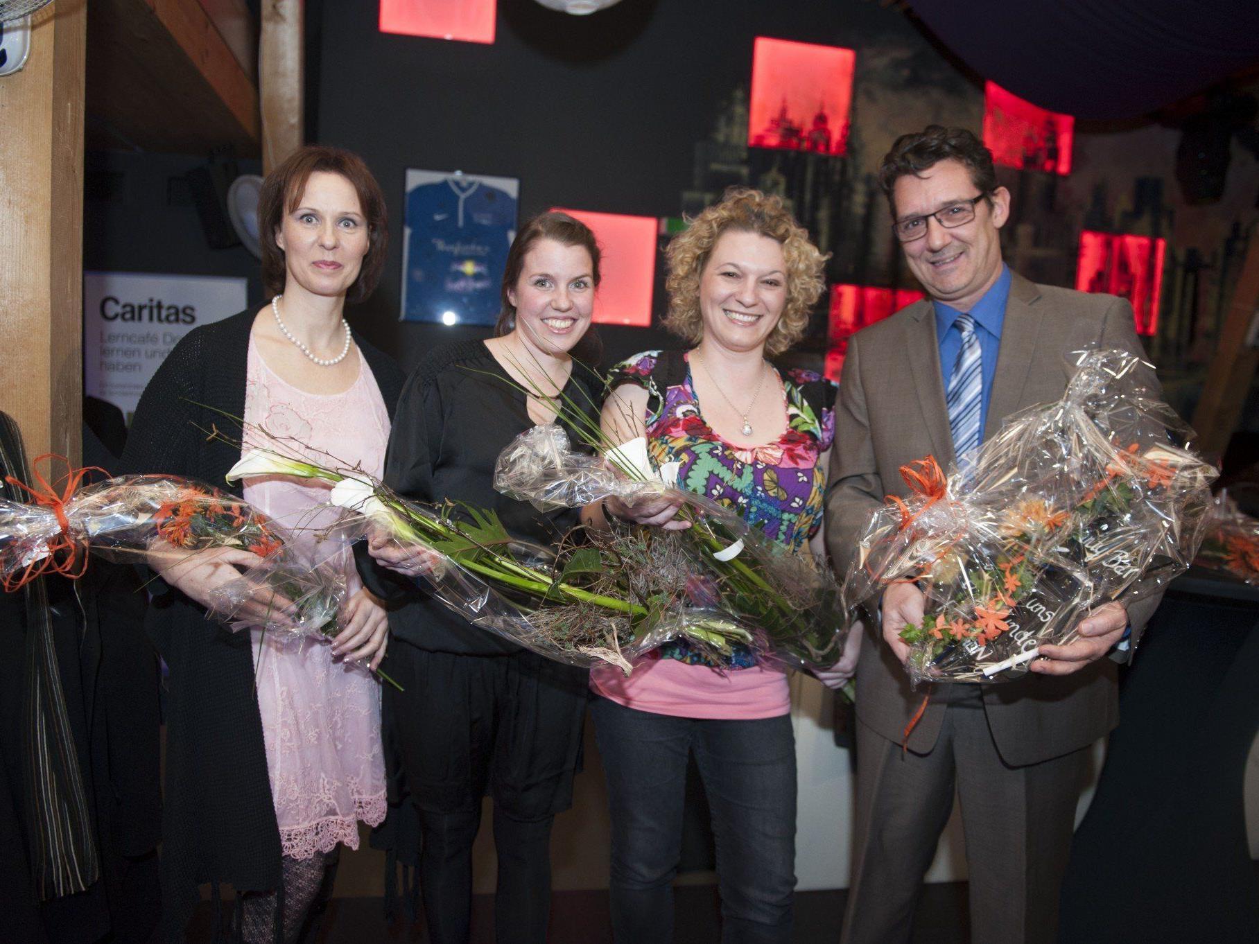 """Bea Bröll (Caritas Lerncafé), Rebecca Eisenegger (Beneficentia) sowie Marina Günther und Andreas Seeburger von """"Fliegen für Kinder mit Handicap""""."""