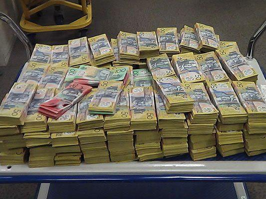 Umgerechnet 378 Millionen Euro seien beschlagnahmt worden.