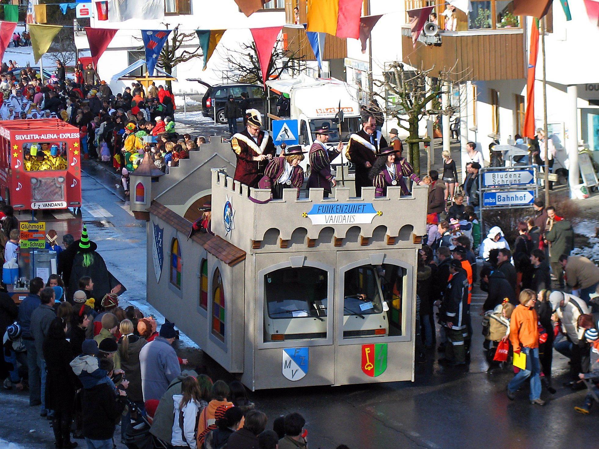 Ab 13 Uhr ist Aufstellung bei der Venser Gabelung (Val Castiel) und ab 14 Uhr bewegt sich der Umzug durchs Dorf.