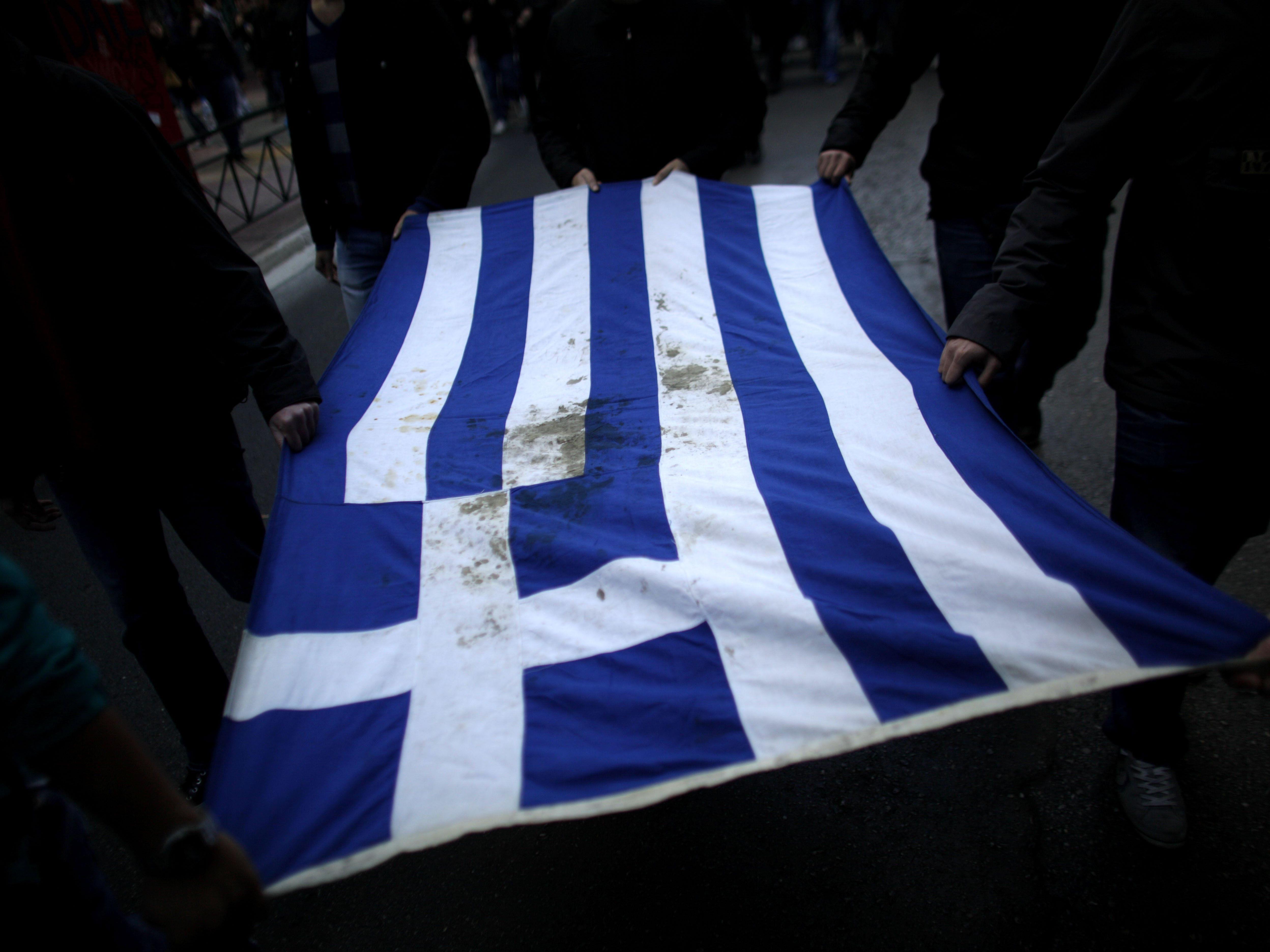 Ein griechischer Terrorist ist während seines Hafturlaubs verschwunden.