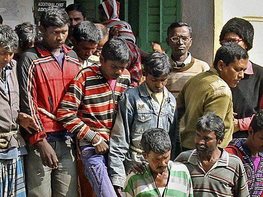 13 Männer flüchteten nach der Gruppenvergewaltigung in Indien.