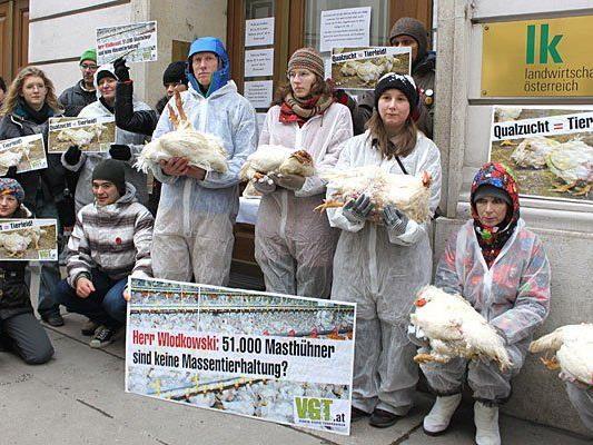 VGT-Protestaktion gegen Hühnerfarm vor Landwirtschaftskammer