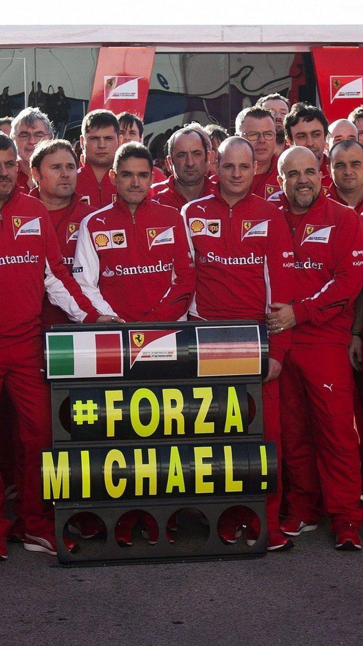 Ferrari-Team in Gedanken bei Michael Schumacher.