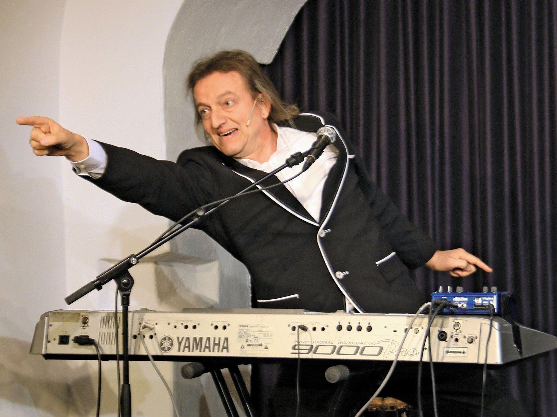 Musik-Comedian Markus Linder in Aktion.
