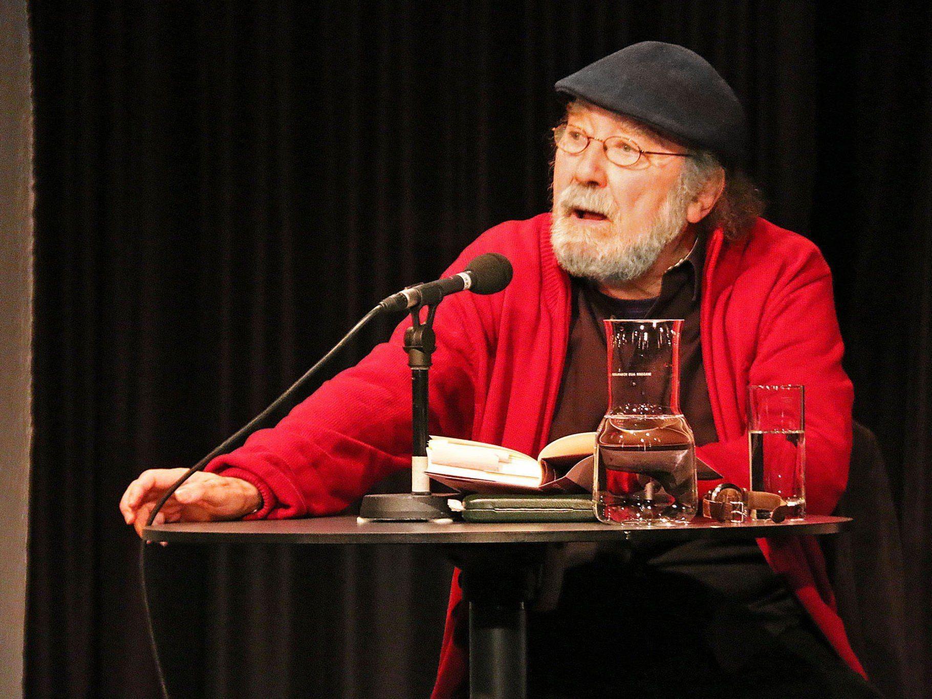 Der bekannte österreichische Autor Peter Henisch las am Saumarkt.