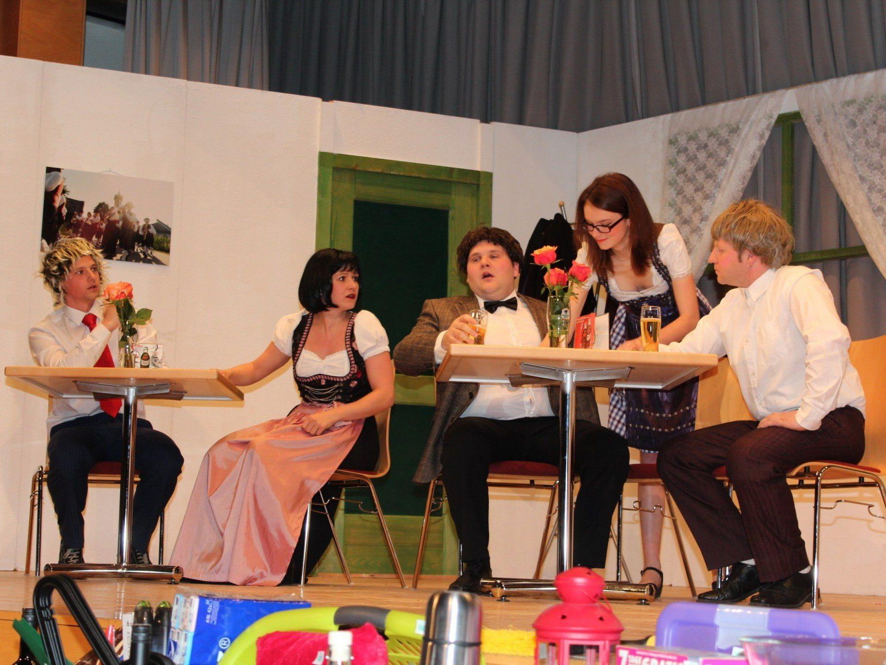 Humorvolle Theateraufführung der Musikanten.