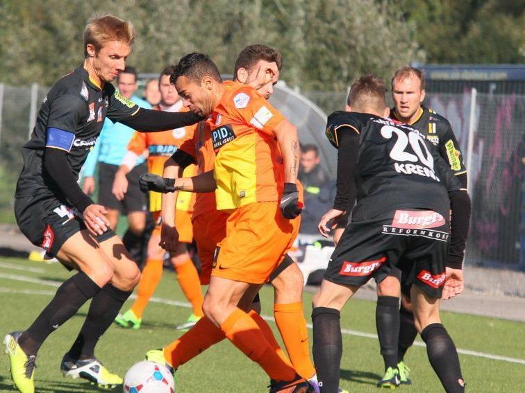 SCRA-Kapitän Philipp Netzer spielt mit seiner Mannschaft gegen Brühl St. Gallen.