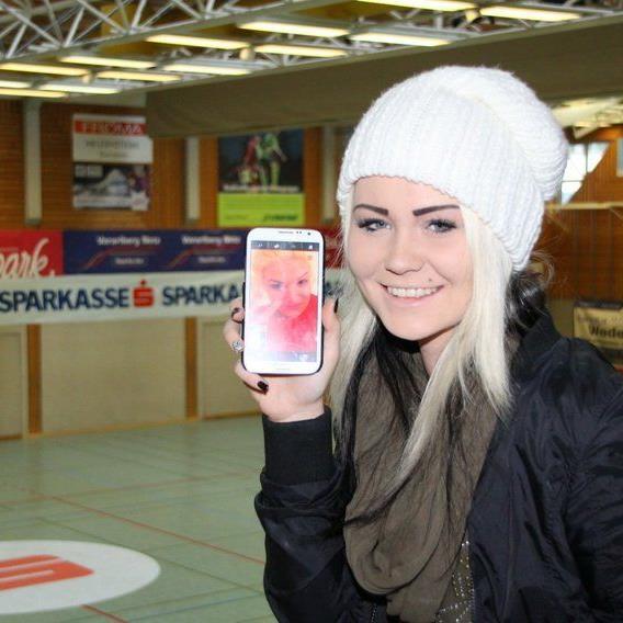 Natürlich war eine der größten Lauterach-Fans, Chiara Vonbank schon zwei Stunden vor dem Spielbeginn mit einem Ticket in der Halle.