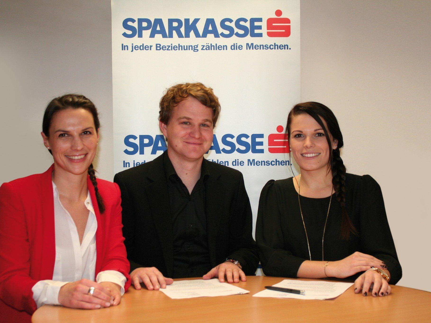 (v.l.n.r.): Kathrin Mair (Sparkasse), MMag. Thomas Krobath (GF K-Shake und Rush) Natalie Brunner (Sparkasse).