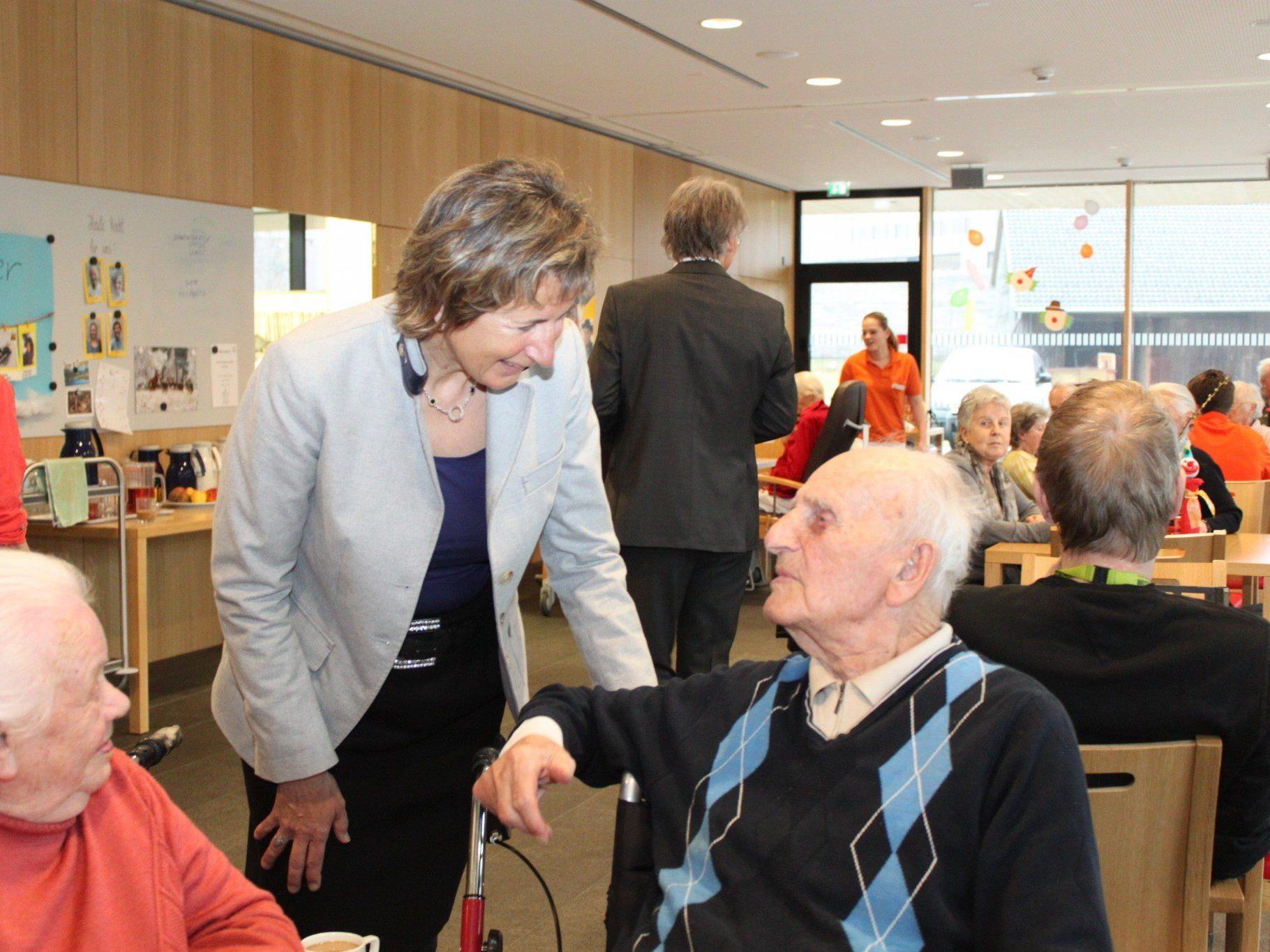 Im Gespräch mit Landtagspräsidentin Dr. Gabriele Nußbaumer im Sozialzentrum Egg.