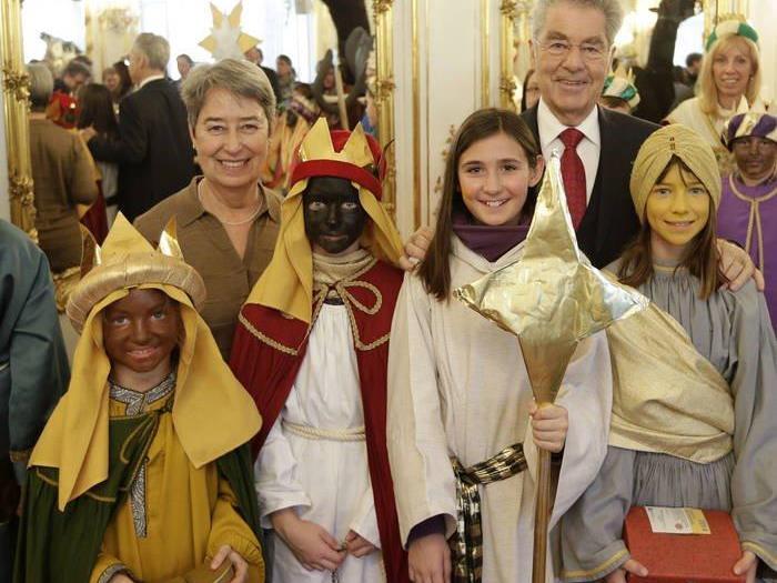 Ida Lena , Hannah, Leonie und Isabel  aus St. Gebhard beim Bundespräsidenten