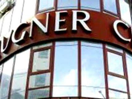 Ein 14-Jähriger ist am Montag vor der Lugner City überfallen worden.