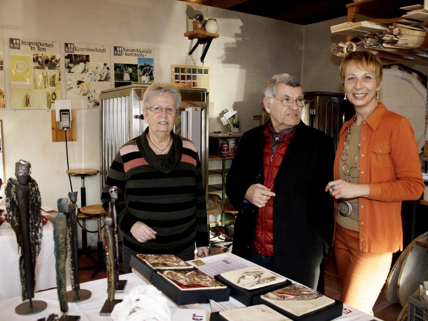Die Keramikwerkstatt ist das Herzstück des Schlosserhus, mit Seminarleiterin Edeltraud Kräutler-Nagler (r.) und Erika Schleinitz (li.).