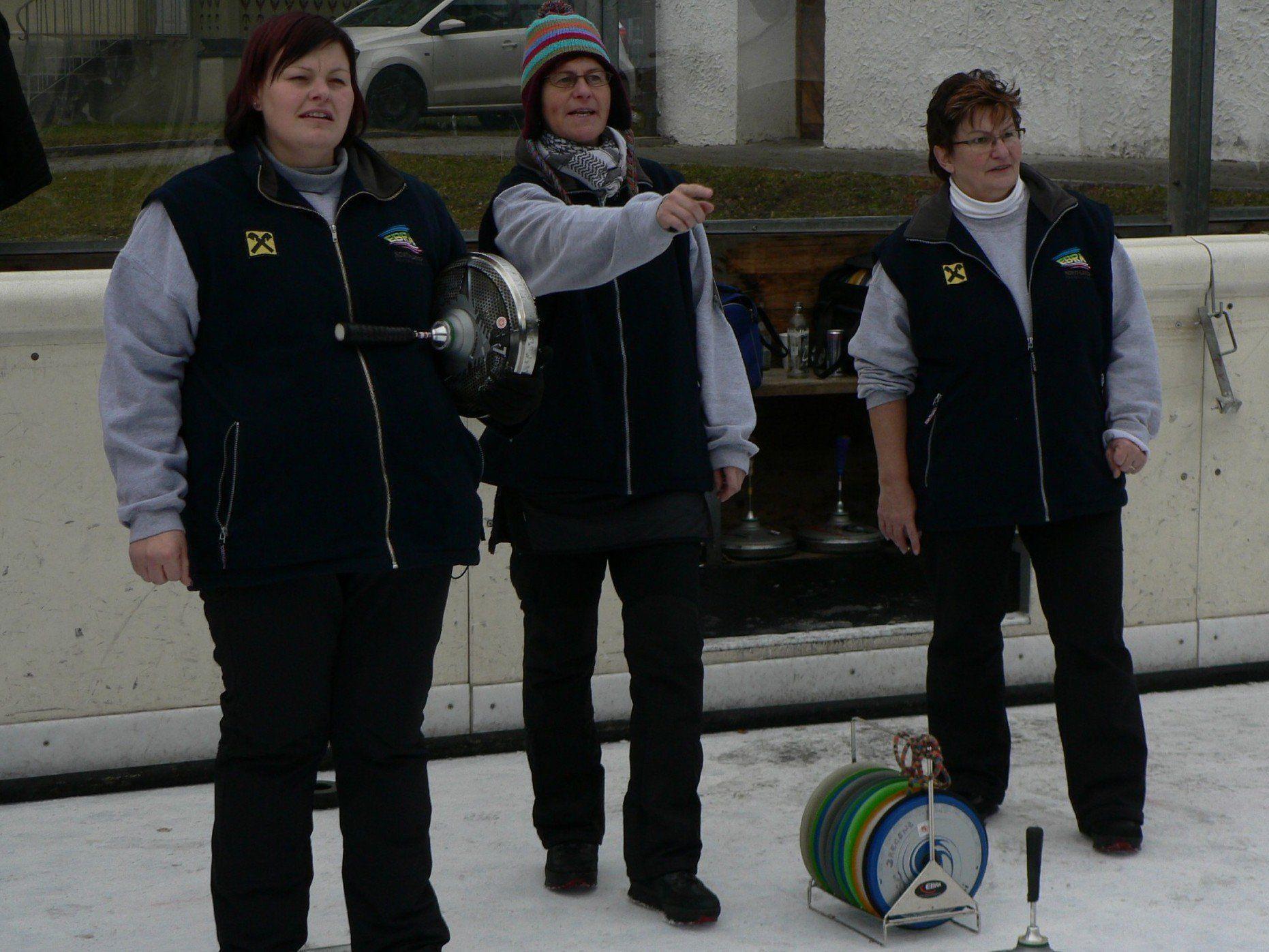 22 Teams aus drei Nationen nahmen am Eisstockturnier in Rankweil teil.