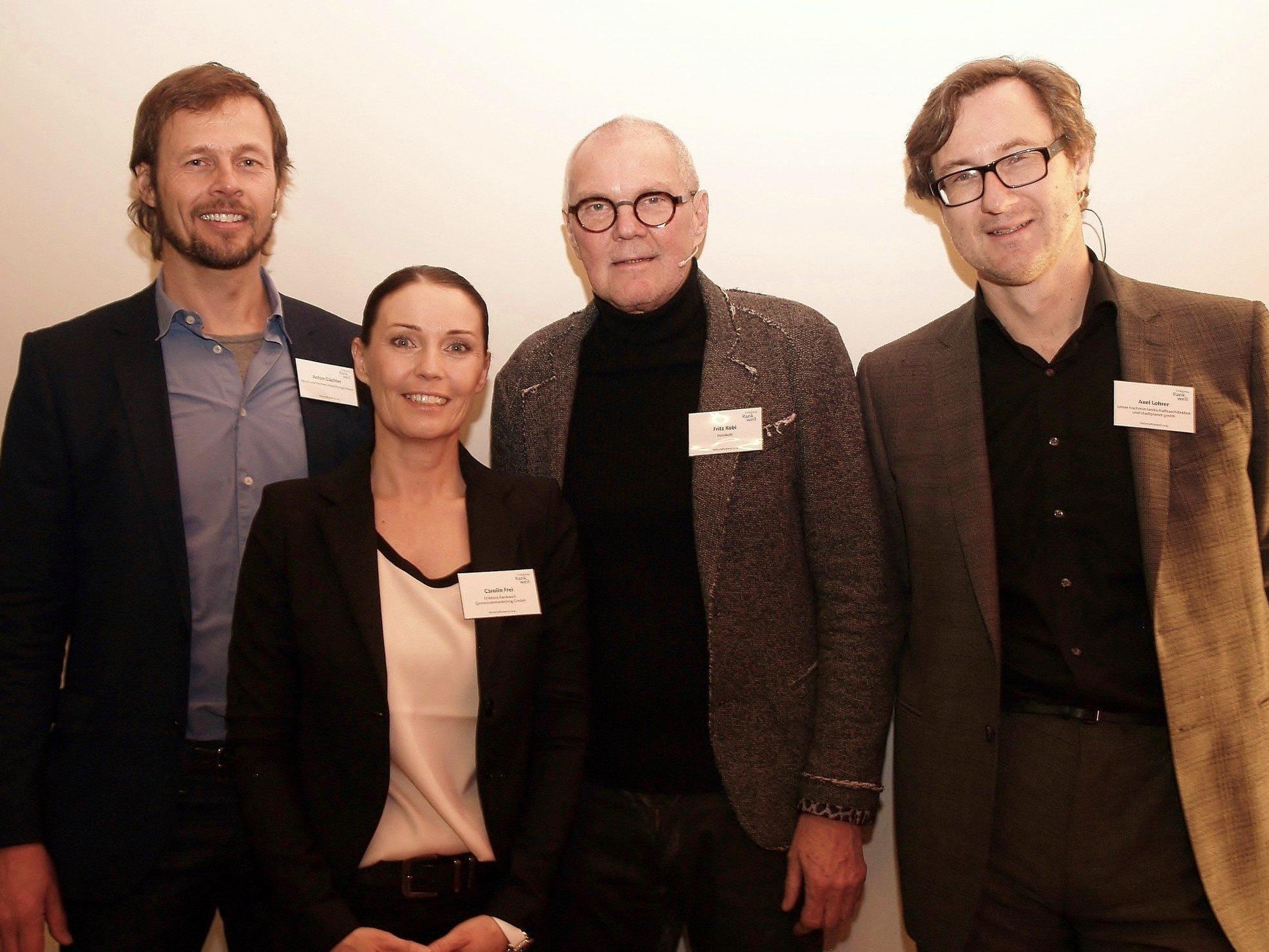 Carolin Frei mit den Referenten des Wirtschaftsabends Anton Gächter, Fritz Kobi und Axel Lohrer.