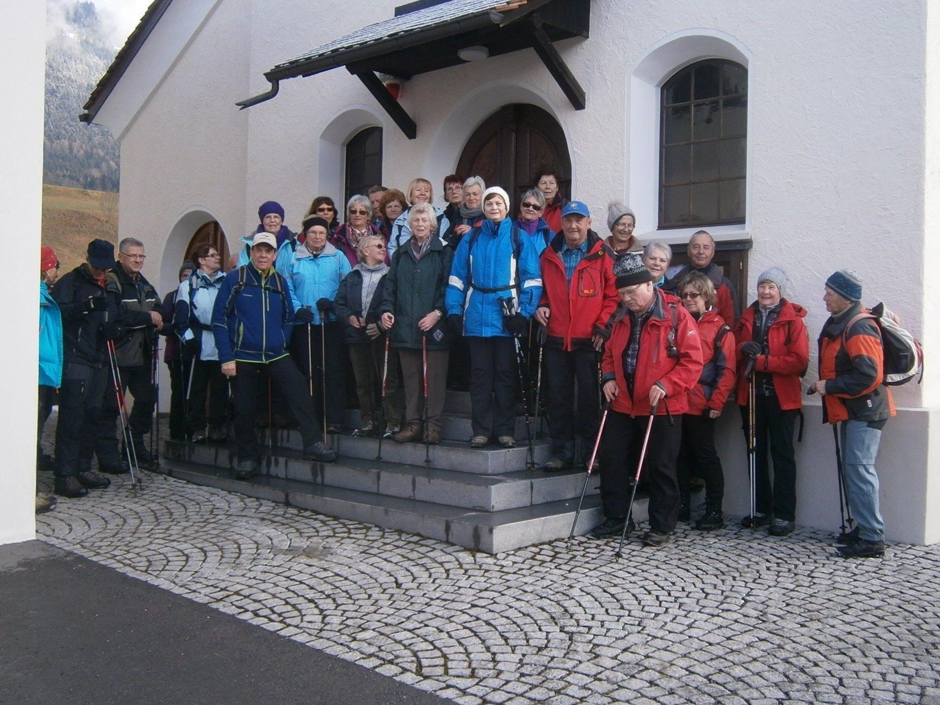 SeniorInnen auf dem Jakobsweg zwischen Schlins und Rankweil.