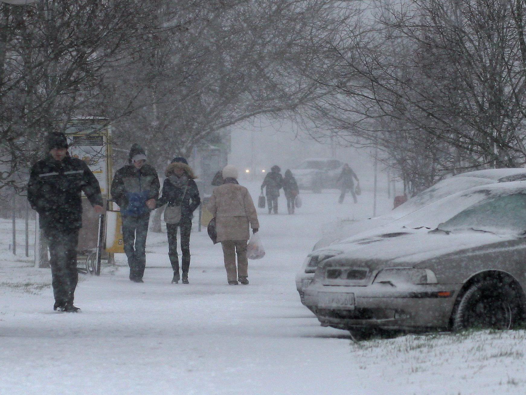 In Polen sorgte der Wintereinbruch für Verkehrschaos.