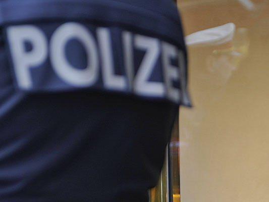 Als Polizisten gaben sich zwei Diebe in der Innenstadt aus