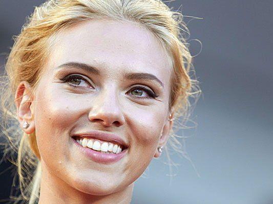 Scarlett Johansson beendete ihre langjährige Zusammenarbeit mit der Hilfsorganisation Oxfam.