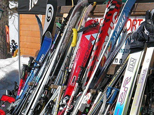 In Flachau stahl ein Deutscher mindestens 30 Paar Ski.