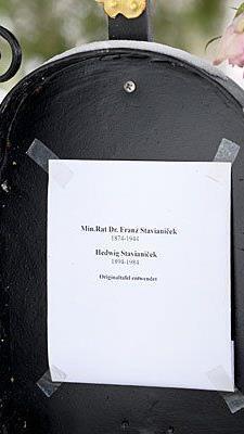 """Kein Grabstein ist mehr am Grab Thomas Bernhards und seiner """"Lebensmenschen"""" vorhanden"""