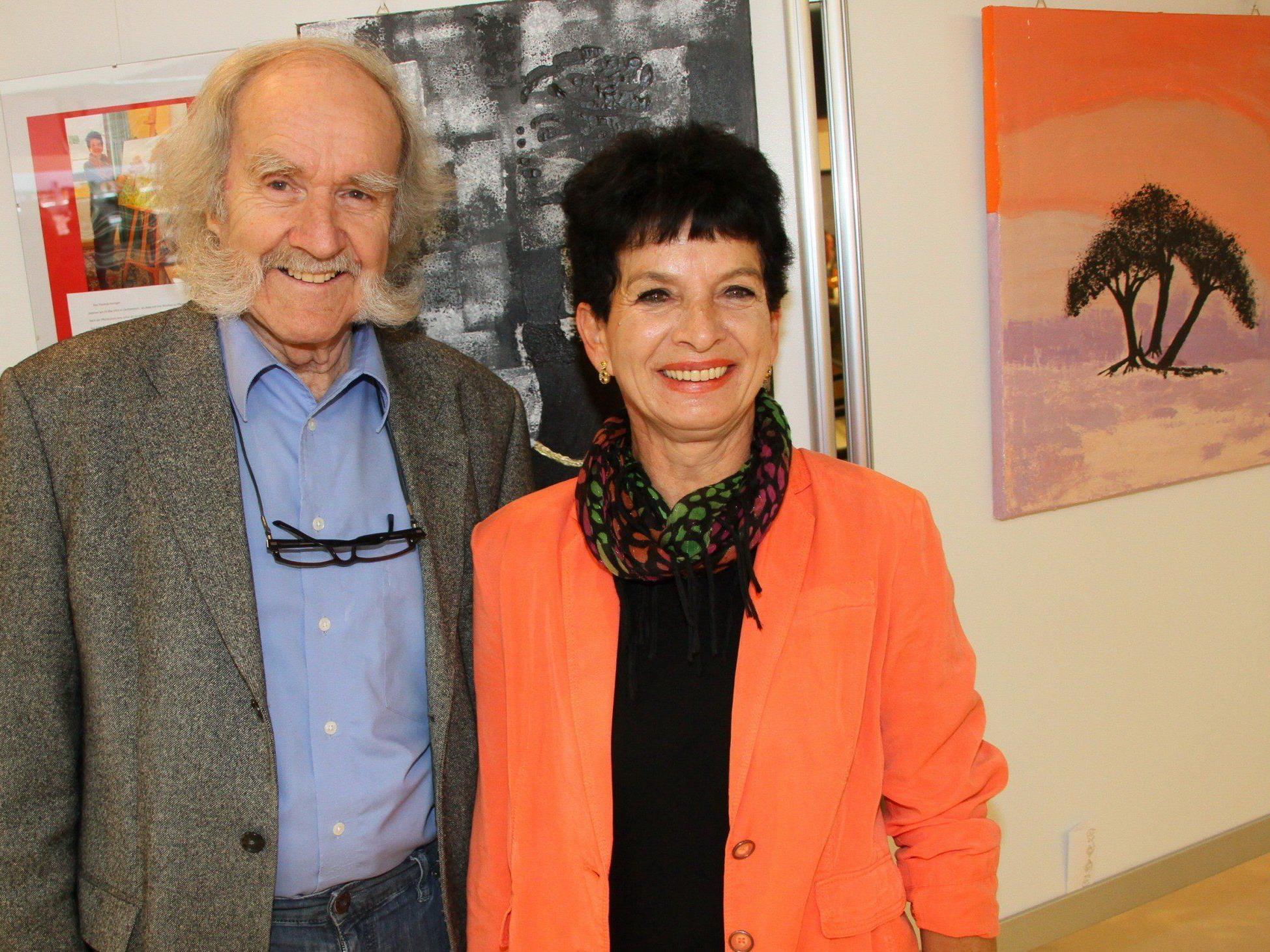 Usschellar Hans Sturn und Ausstellerin Rita Anzinger gaben ihre Premieren im Vinomnacenter.