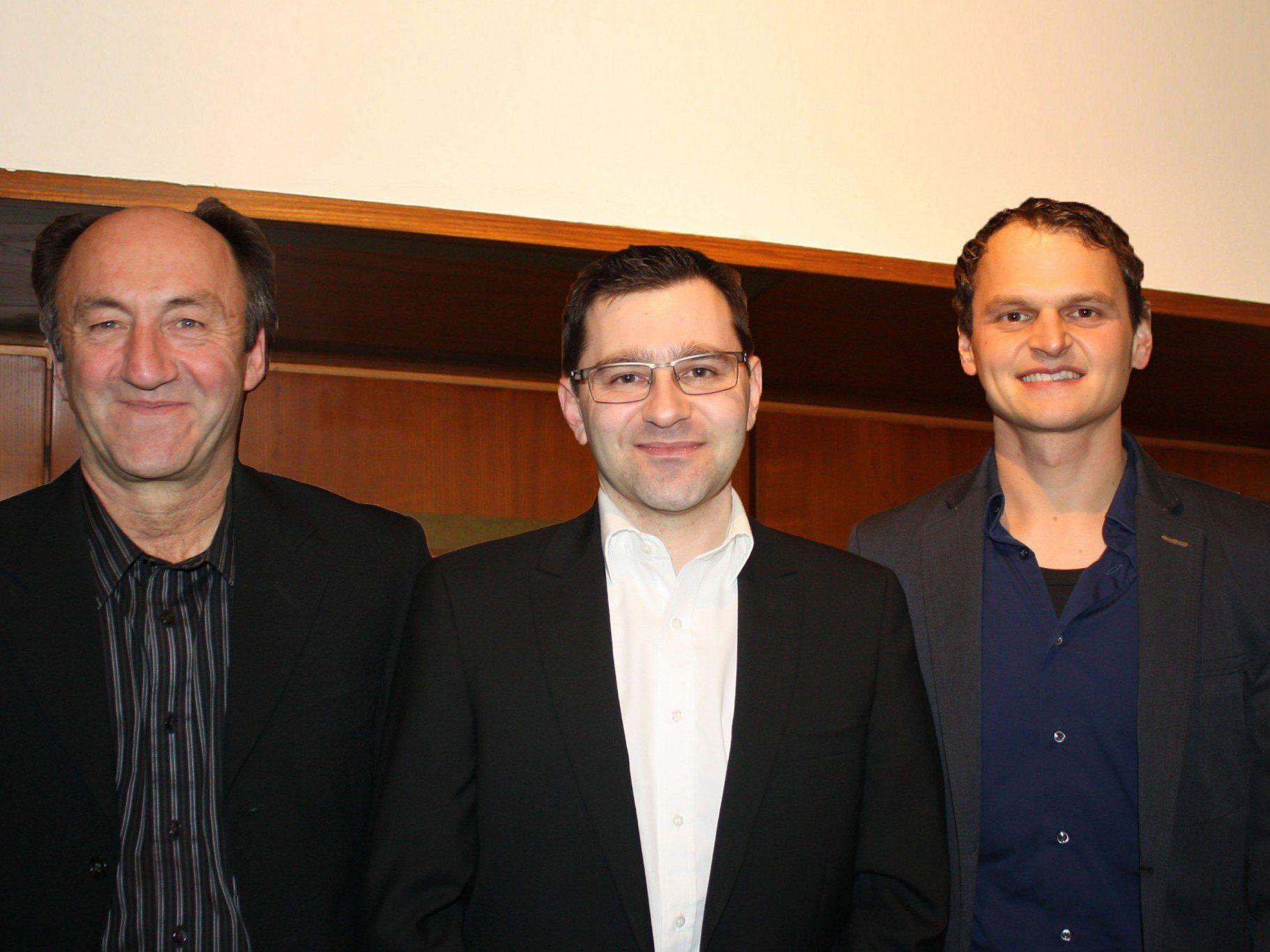 Wechsel an der Spitze der VHS-Berufsreifeprüfung (v. li.): Lothar Köb, Michael Grabher, Markus Erath.