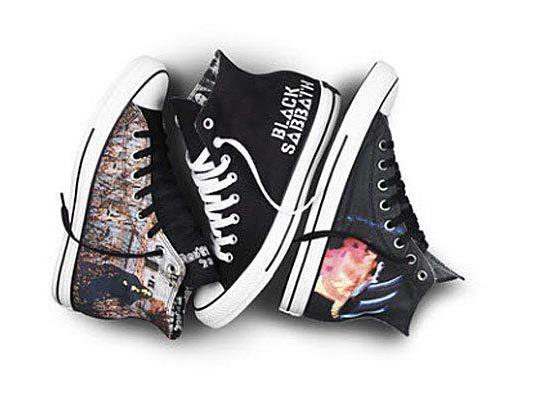 Converse bringt Turnschuhe auf den Markt, die das Konterfrei der Metal-Band zeigt.
