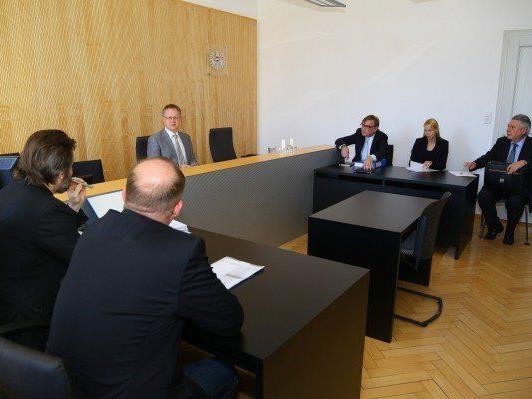 Vorarlberger fordert wegen Verletzung von Schutzpflichten 1,6 Millionen Euro Schadenersatz.