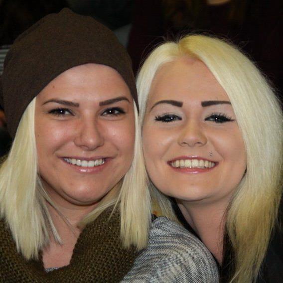Die zwei charmanten Frauen Chiara Vonbank und Shannon Ender drückten für Lauterach die Daumen.