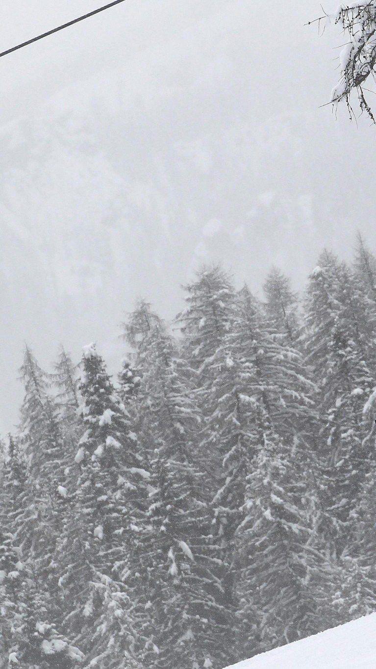 Schlechtes Wetter: Damen-Abfahrt in Cortina