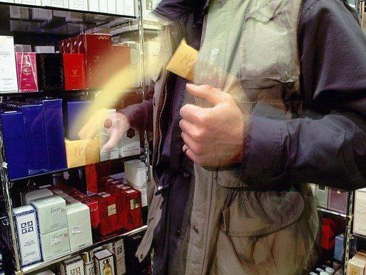 Ein ertapter Ladendieb kollabierte im Detektivbüro.