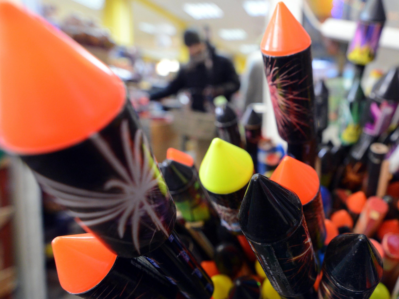 Feuerwerkskörper im Wert von mehr als 3.000 Euro gestohlen - sechs Jugendliche angezeigt.