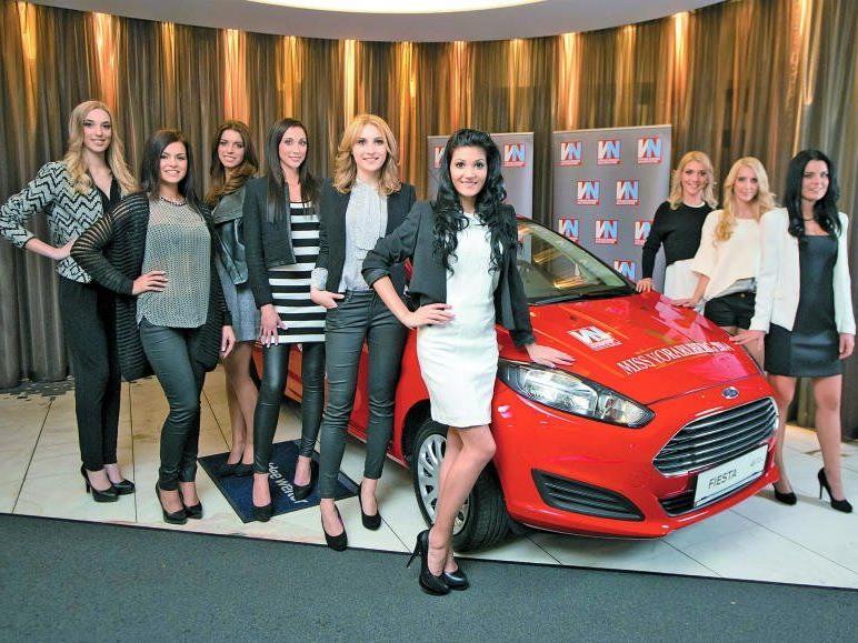 Die neun Kandidatinnen durften das Siegerauto – ein nagelneuer Ford Fiesta – schon einmal bewundern.