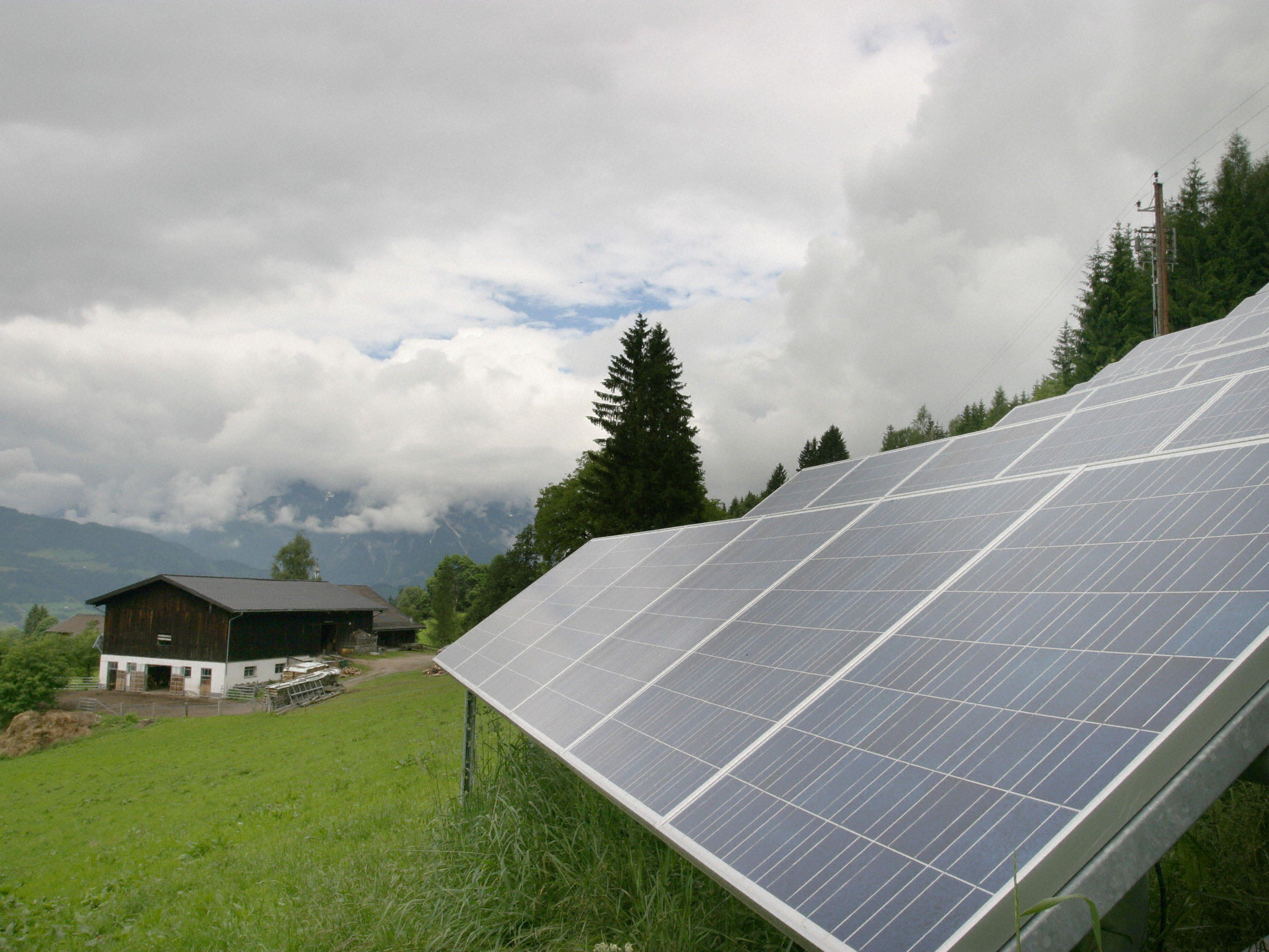 Auch dafür, dass die Tarife für Photovoltaikanlagen um 31 Prozent gesenkt wurden, hat Landesrat Schwärzler kein Verständnis