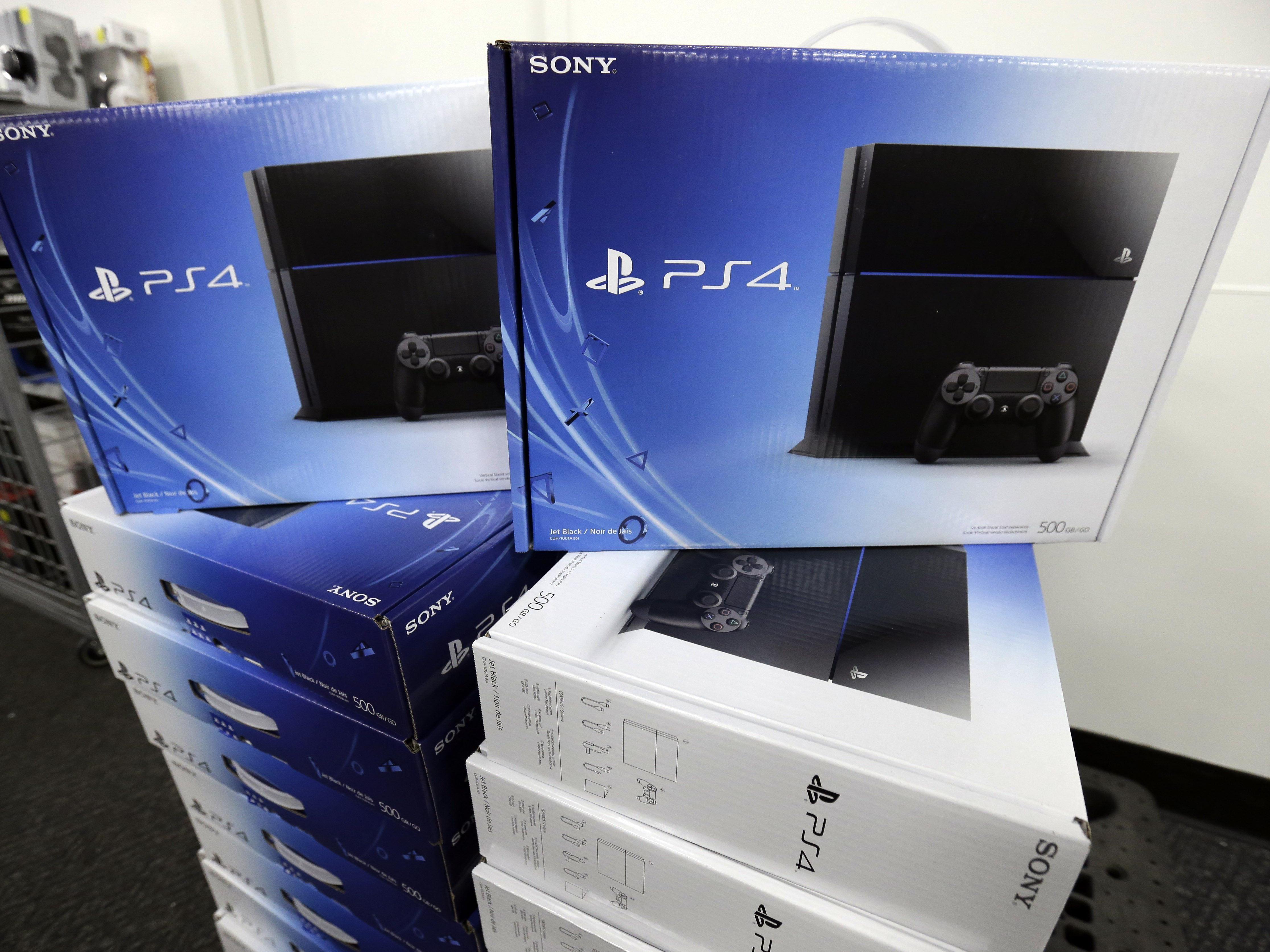 Duell der Konsolen: Sonys Playstation 4 im Kampf um die Herzen der Spieler voran.