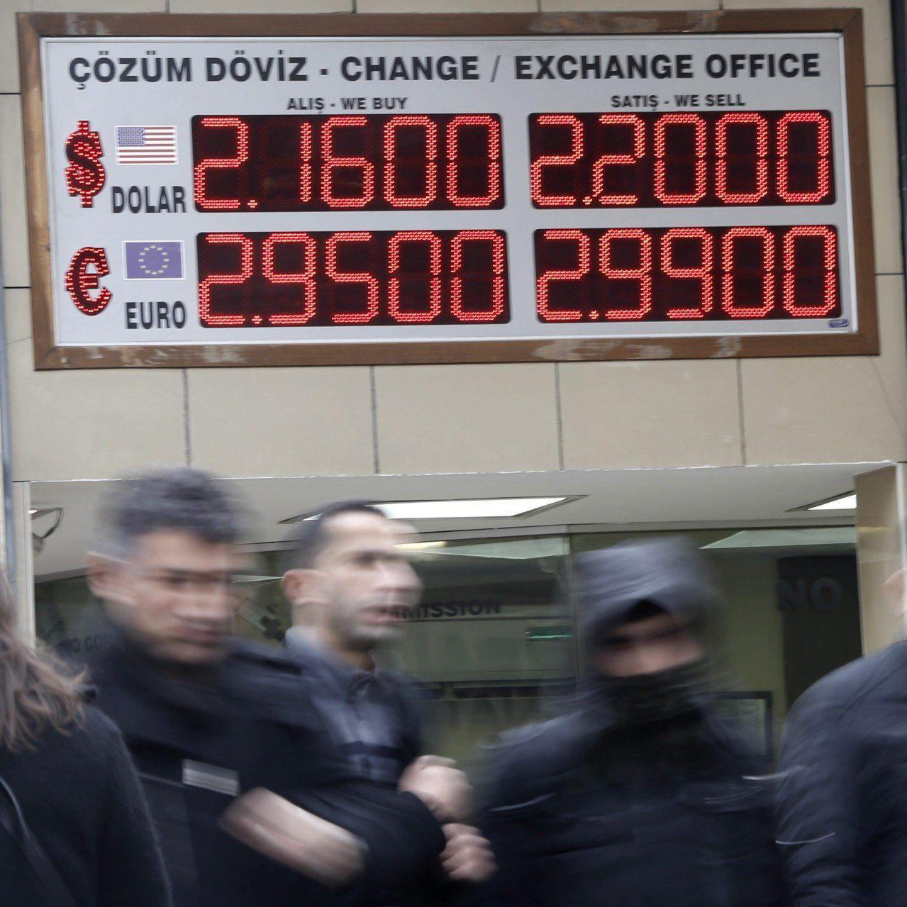 """Sondersitzung für morgen einberufen - Bankökonom rechnet mit """"aggressivem"""" Zinsschritt."""