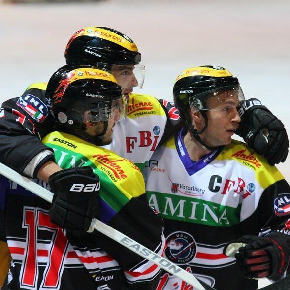 Etwa 3000 Fans hoffen im letzten Heimspiel im Grunddurchgang der VEU Feldkirch gegen Zell am See auf einen Sieg.