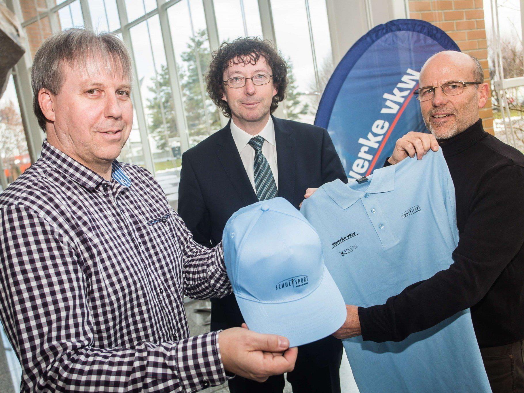 Schulsport-Referent Christoph Neyer, Andreas Neuhauser (illwerke vkw) und FI Conny Berchtold.