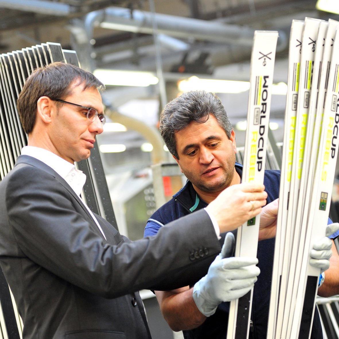 Landeshauptmann Markus Wallner besuchte Sportartikelhersteller Head in Kennelbach.