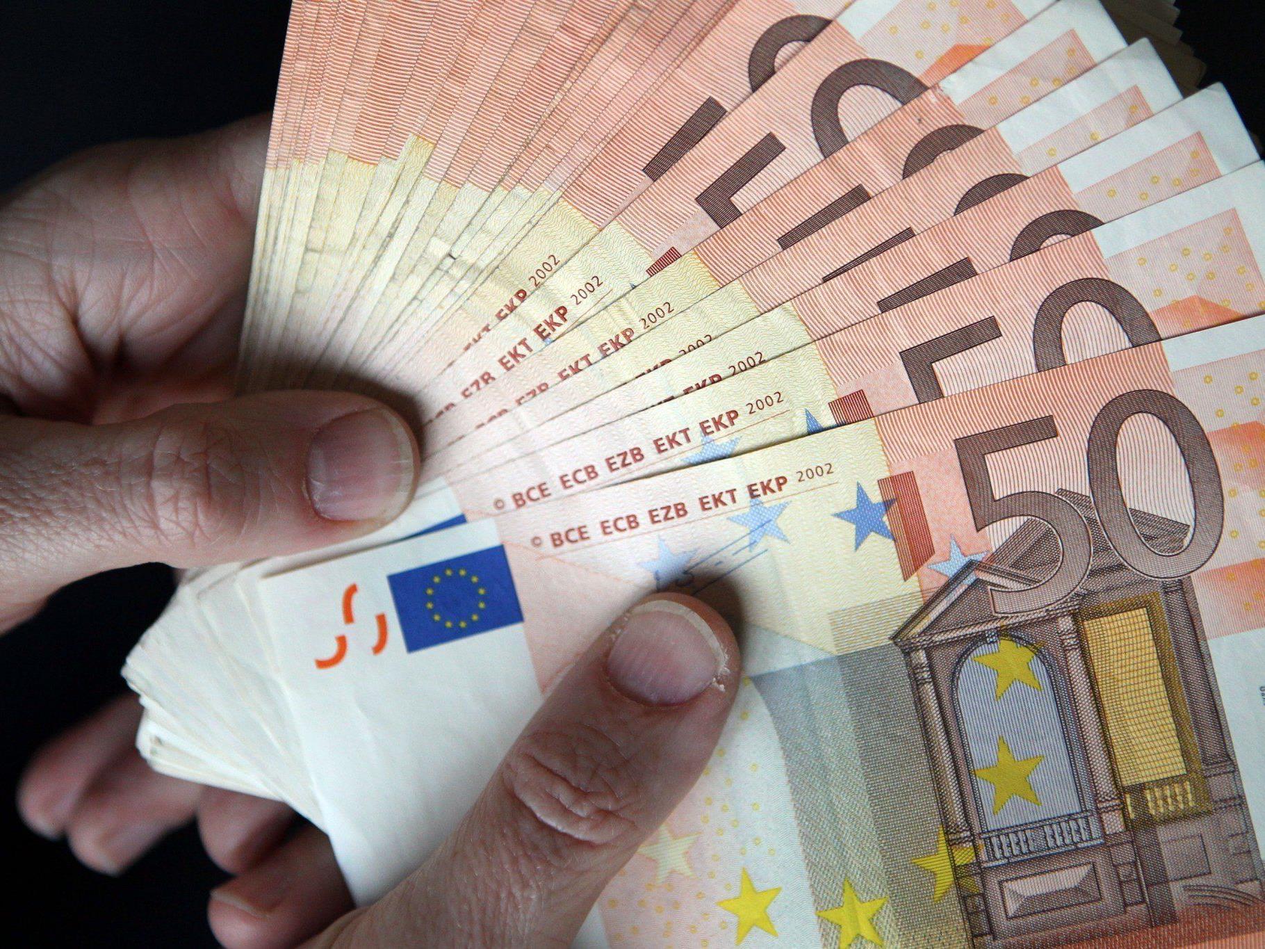 Jeder Arbeitnehmer kann sich durchschnittlich rund 300 Euro vom Finanzamt zurückholen.