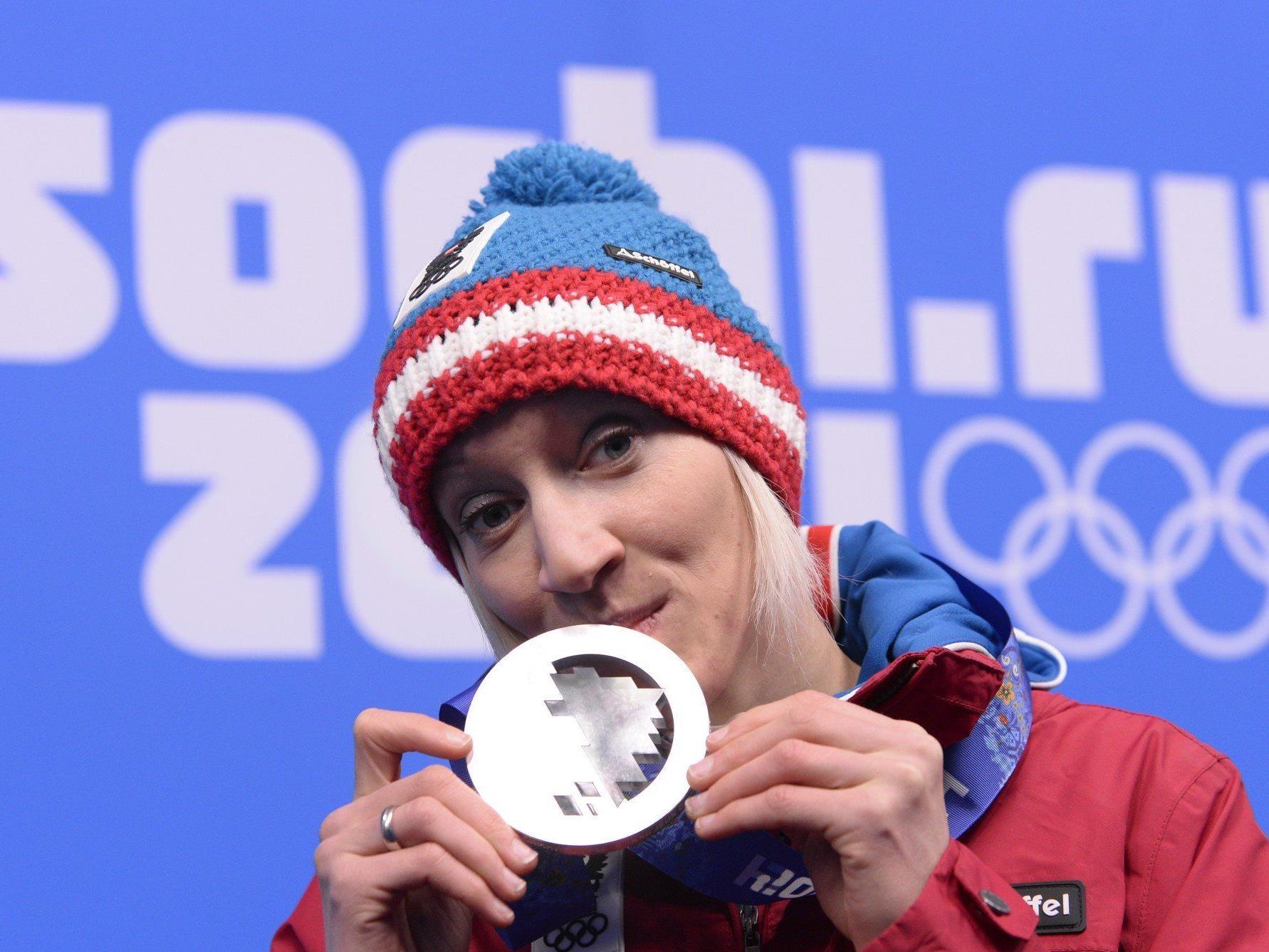 Daniela Iraschko-Stolz sorgt nicht nur mit ihrer Frau für Schlagzeilen, sondern auch mit Silber.